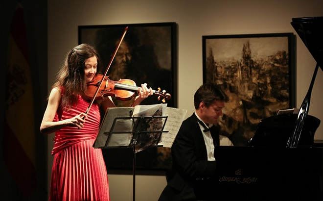 Violinist Ms. Lina Tur Bonet and pianist Daniel Kujavec in performance.